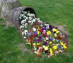 Cool idea of a flowerbed  | Потрясающая идея клумбы