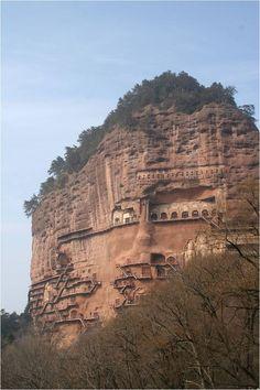 麦积山石窟 Maijisan Grottoes.