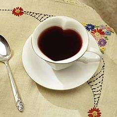 heart tea cups. WANT