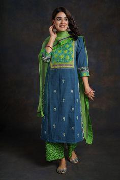 Long Dress Design, Dress Neck Designs, Designs For Dresses, Saree Blouse Designs, Casual Indian Fashion, Indian Fashion Dresses, Fashion Outfits, Cotton Dress Indian, Dress Indian Style