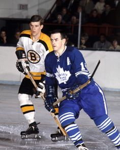 Maple Leafs Hockey, Bobby Orr, Boston Bruins Hockey, Nhl Games, Hockey Cards, National Hockey League, Toronto Maple Leafs, Ice Hockey, Montreal