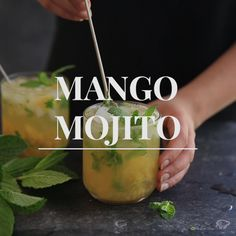 Skinny Margarita Recipe Discover Mango Mojito The perfect summer drink. Vodka Cocktails, Summer Cocktails, Cocktail Drinks, Cocktail Recipes, Alcoholic Drinks, Mango Cocktail, Martinis, Beverages, Summer Drink Recipes