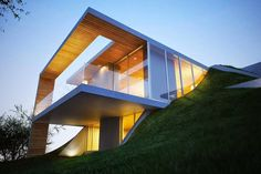 Stunning 'Earth House' Appears to Be Built into the Ground | Popbee - a fashion, beauty blog in Hong Kong.