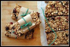 Low-fat, no sugar granola bars with bananas, cranberries & pecans