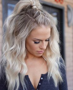 Top knot braided into a ponytail on stunning balayaged locks— love this look with the beachy waves.