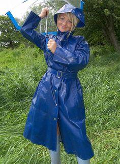 Raincoats For Women Seasons Vinyl Raincoat, Blue Raincoat, Pvc Raincoat, Plastic Raincoat, Plastic Pants, Hooded Raincoat, Plastic Mac, Rain Fashion, Rainy Day Fashion
