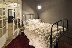 リフォーム・リノベーション会社:株式会社秀建 SHUKEN「No.84 20代/1人暮らし」 Linen Bedding, Indoor, Bedroom, Interior, Furniture, Home Decor, Linen Sheets, Homemade Home Decor, Design Interiors