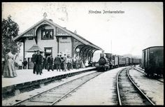 Buskerud fylke Ringerike HØNEFOSS JERNBANESTATION med folk og tog. Utg NK, stpl. Jevnaker 1910