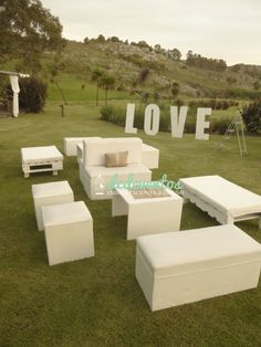 Ambientación con almohadones y caminos. Lounge Party, Wedding Lounge, Graduation Party Centerpieces, Wedding Reception Decorations, Wedding Ideas 2018, Trendy Wedding, Reggae Festival, Lawn Party, White Wedding Bouquets