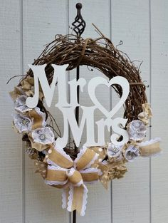 100 Rustic Country Burlap Wedding Ideas You'll Love rustic burlap grapevine wedding anniversary / ww Anniversary Party Games, 50th Wedding Anniversary, Anniversary Ideas, Wedding Wreaths, Wedding Flowers, Wedding Decorations, Lace Wedding, Country Interior Design, Diy Wreath