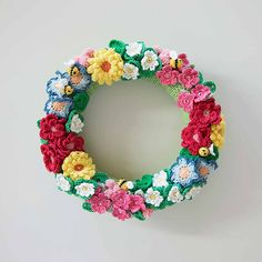 Burst into spring with this bright and colourful crochet flowersspring wreath! Featuring 5 cheerful springtime flowers, 4 cute leaves, 1 miniature pom pom and an adorable
