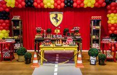 Acelere e acompanhe tudo o que rolou na festa Ferrari! Vrrrrum, vrrrrum...