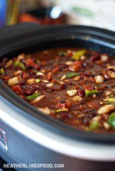 Crock-Pot Hawaiian Chicken Chili Recipe ~ says: The pineapple compliments the slightly spicy chili so nicely and I love the smoky undertones from the BBQ sauce mixed with the classic flavors from the chili powder and cumin. Crock Pot Soup, Crock Pot Slow Cooker, Crock Pot Cooking, Slow Cooker Recipes, Crockpot Recipes, Cooking Recipes, Cooking Chili, Cooking Broccoli, Cooking Ribs