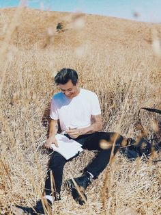Harry Styles Baby, Harry Styles Pictures, Harry Edward Styles, Harry Styles Poster, Harry Styles Wallpaper, Mr Style, Carthage, Beautiful Boys, Husband