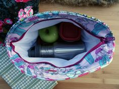 Insulated Lunch Sack | Sew Mama Sew | Outstanding sewing, quilting, and needlework tutorials since 2005.