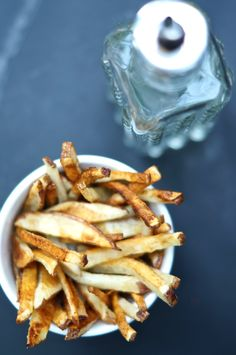 Perfect Baked Fries Recipe - Smart Nutrition with Jessica Penner, RD Baking Recipes, Vegan Recipes, Snack Recipes, Vegan Meals, Dinner Recipes, Perfect Home Fries Recipe, Vegetable Dishes, Vegetable Recipes, Healthy Junk Food