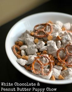 Aunt Bee's Recipes: Family Game Night & White Chocolate Peanut Butter Puppy Chow via @auntbeesrecipes #petzbeach