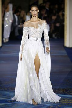 See all the looks from the show Bohemian Wedding Dresses, Wedding Party Dresses, Beautiful Gowns, Beautiful Outfits, Beautiful Clothes, Couture Fashion, Fashion Show, Fashion Spring, Couture Dresses
