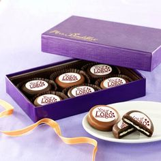 6 Pack Cookie box with your logo $22. Call 1-800-567-9089 or email: marketing@craftwell.com Cookie Box, Cookie Gifts, 6 Packs, Goodies, Packing, Gift Sets, Email Marketing, Chocolates, Holiday
