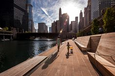 Chicago riverwalk project does contribute to urban regeneration. Project team the municipality of Chicago with Sasaki, Ross Barney Architects, Alfred Benesch Engineers, Jacobs/Ryan Associates Parque Linear, Chicago Riverwalk, Linear Park, Park Landscape, Landscape Plans, Landscape Architecture Design, Landscape Architects, Urban Park, Urban Furniture