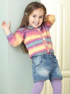 Her får du en strikkeopskrift på en festligt cardigan strikket i garn, der skifter farve helt af sig selv. Knitting Projects, Knitting Patterns, Baby Born, Pullover, Rainbow Colors, Baby Knitting, Knit Crochet, Kids Fashion, Turtle Neck