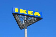 Reclamebord van Ikea. Deze is hoog en trekt veel aandacht in de wijde omgeving