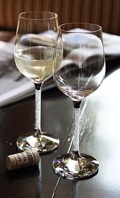 Swarovski White Wine Glasses, Love these White Wine Glasses, Champagne Glasses, Wine Photography, Spiritus, Wine Art, In Vino Veritas, Wine And Spirits, Fine Wine, Wine Recipes