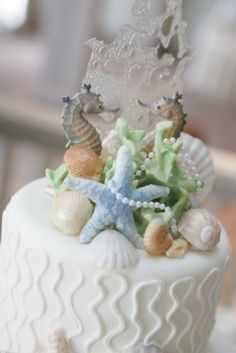 """Beach Cottage Style Wedding Cake- The sugar (?) """"bubbles"""" behind the seahorses! Pretty Cakes, Beautiful Cakes, Amazing Cakes, Cupcakes, Cupcake Cakes, Seashell Cake, Seashell Wedding, Seahorse Wedding, Seaside Wedding"""