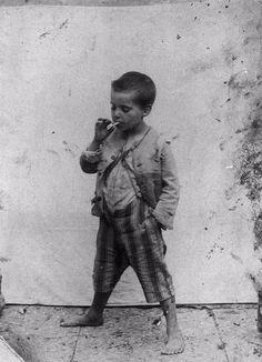 Scugnizzo che fuma - Naples street boy smoking 1890s.jpg