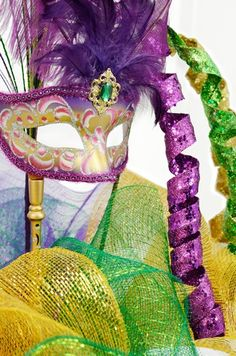 In a few days, Epiphany will signal the beginning of the 2011 Mardi Gras season. What a perfect time to start planning decorations for. New Orleans Party, New Orleans Mardi Gras, Mardi Gras Centerpieces, Mardi Gras Decorations, Mardi Gras Wreath, Mardi Gras Party, Mardi Gras Outlet, Sweet 16 Parties, Teen Parties