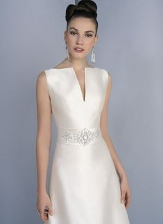 Classic evening dresses – My Wedding Dream Plain Wedding Dress, Elegant Wedding Dress, Dream Wedding Dresses, Elegant Dresses, Vintage Dresses, Beautiful Dresses, Wedding Gowns, Evening Dresses, Prom Dresses