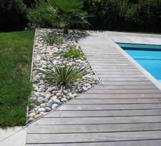 wood or stone swimming pool terrace - bois or pierre piscina terrasse.