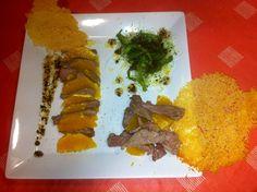 Entrecot con naranja y ensalada de pimiento y germinados con vinagreta