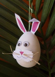 Conejo  en cascara de huevo Easter Activities, Easter Crafts For Kids, Arts And Crafts, Paper Crafts, Plastic Eggs, Easter Parade, Spring Crafts, Stamping Up, Painted Rocks