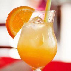 El agua de Valencia tienen como base fundamental un zumo de naranjas frescas y cava entre otros licores, y las proporciones se pueden ajustar a tus gustos.
