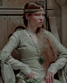 """arbellastuart: """" Léa Seydoux as Isabella of Angoulême in Robin Hood """" Larp, Character Inspiration, Style Inspiration, Viking Dress, Avatar, Early Middle Ages, Medieval Costume, Renaissance Fashion, Movie Costumes"""