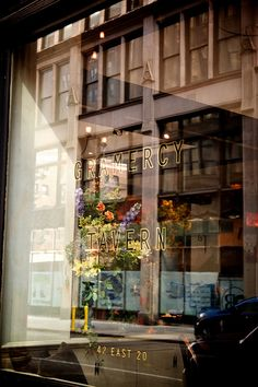Gramercy Tavern, a contemporary American restaurant in a historic building | 42 East 20th St