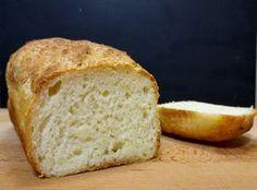 Január 2. óta komoly kísérletezésben vagyok, hogy a legtökéletesebb gluténmentes kenyér receptjét oszthassam meg Veletek. Rengeteg lisztet, keveréket, hozzávalót próbáltam ki a hónapok során. Volt ami hetekig jól működött, volt ami a kukában landolt. Most viszont úgy gondolom, hogy megtaláltam a legjobb arányokat, hozzávalókat és elkészítési pontokat, amiket ha Ti is betartotok, akkor ilyen szép kenyereket süthettek. Banana Bread, Paleo, Desserts, Food, Tailgate Desserts, Deserts, Essen, Beach Wrap, Postres
