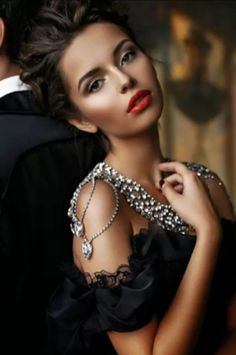 Luxury and Glamour. Elegance is the only beauty that never fades. Beautiful Eyes, Most Beautiful, Beautiful Women, Perfect Red Lips, Black Tie Affair, Up Girl, Girly Girl, Looks Style, Look Fashion
