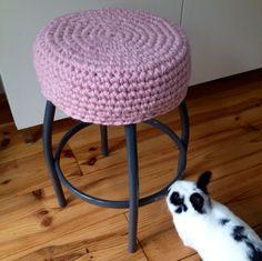 Gehaakte hoes voor krukje 4 #DIY #haken #crochet #interieur