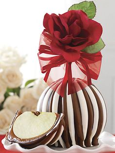 Red Rose Triple Chocolate Jumbo Apple by Mrs. Valentine Baskets, Valentine Desserts, Chocolate Apples, Caramel Apples, Carmel Candy, Gourmet Candy Apples, Apple Cake Pops, Fruit Creations, Valentines Games