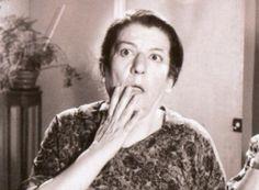 Σαπφώ Νοταρά (1910 – 1985): Ελληνίδα ηθοποιός, με σπουδαία υποκριτικά προσόντα, τα οποία δεν εξαντλούνταν στη χαρακτηριστική βραχνή φωνή της, που την καθιέρωσε στο καλλιτεχνικό στερέωμα και την έκανε γνωστό στο μεγάλο κοινό... Old Greek, Cinema Theatre, Old Movies, Tv, Greece, Nostalgia, Actresses, Memories, Actors