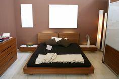 chambre à coucher pour adulte avec murs marron