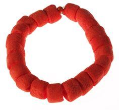 Barbara Uderzo. Necklace: Glucogioiello–candy chain. Marshmallows.