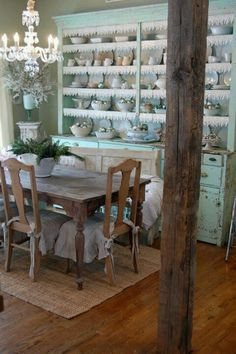 Gorgeously shabby chic...love this!
