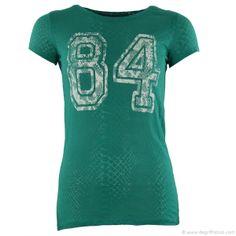 T-shirt vert femme Best Mountain - Dégriff'Stock  T-shirt vert femme Best Mountain  Vous recherchez le t-shirt sportswear dans l'air du temps ? Le voici proposé par Best Mountain ! Au niveau de la poitrine, le nombre 84 est inscrit de façon usé et vieillie. Très sympa à assortir sur un jean ou un petit short !