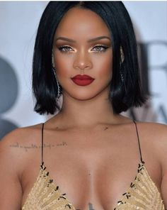 rihanna makeup looks Moda Rihanna, Rihanna Mode, Rihanna Riri, Rihanna Style, Rihanna Outfits, Rihanna Makeup, Rihanna Looks, Beauty Makeup, Hair Beauty
