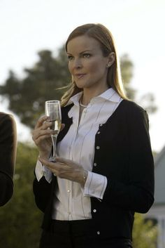 Bree Van de Kamp (Marcia Cross) ~ Desperate Housewives ~ Episode Stills ~ Pilot Episode ~ March 2004