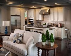 cucina open space - check out the dark floors/dark countertop - something to consider