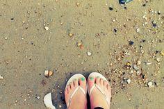 #seafoam #green #nails  #Reef Premium #leather #metallic #sandals on the #beach  www.reef.com/girls  by #BeachDaze